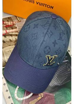 Брендовая синяя кепка