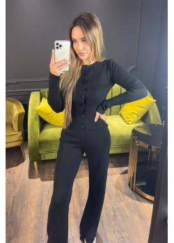 Классический женский костюм чёрного цвета
