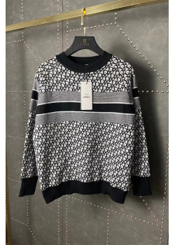Женский оверсайз свитер чёрного цвета
