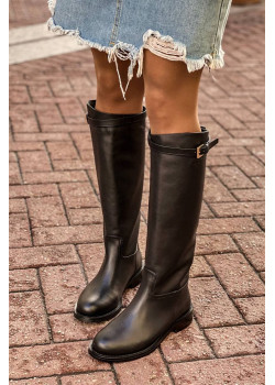 Кожаные женские сапоги чёрного цвета