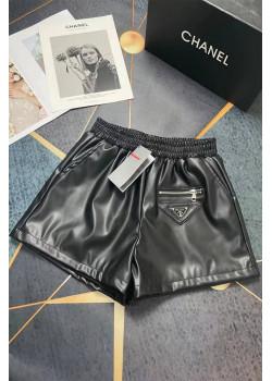 Женские кожаные шорты чёрного цвета