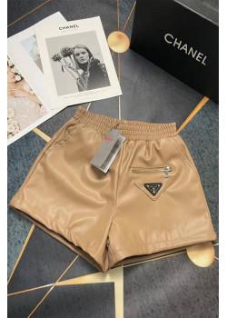 Женские кожаные шорты бежевого цвета