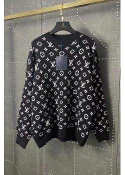 Женский брендовый свитер чёрного цвета