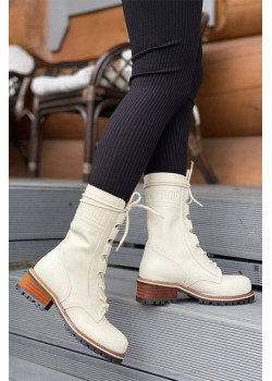 Кожаные высокие ботинки белого цвета
