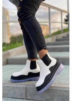 Женские кожаные ботинки белого цвета