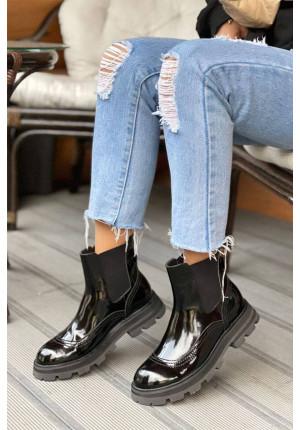 Кожаные чёрные ботинки