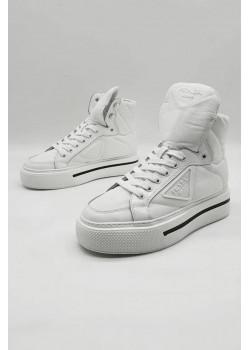 Высокие женские кроссовки белого цвета