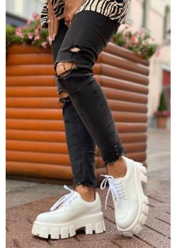 Белые кожаные ботинки на высокой подошве