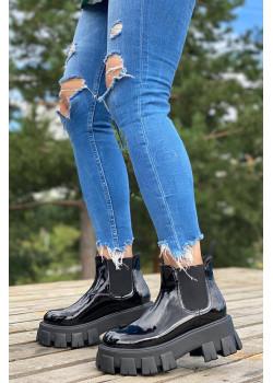 Чёрные кожаные ботинки на высокой подошве