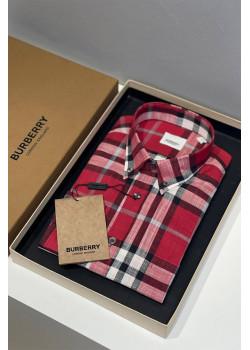 Классическая мужская рубашка красного цвета