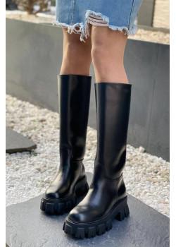 Кожаные сапоги чёрного цвета