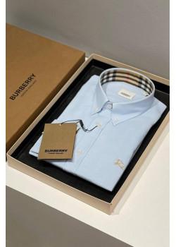 Классическая мужская рубашка голубого цвета