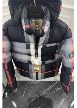 Утеплённая чёрная куртка с капюшоном
