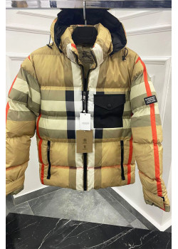 Утеплённая бежевая куртка с капюшоном
