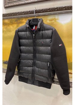 Чёрная куртка с вязанными рукавами