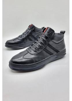Мужские зимние кроссовки чёрного цвета