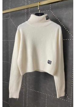 Женский свитер белого цвета