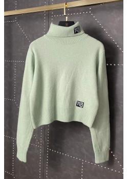 Женский свитер зелёного цвета