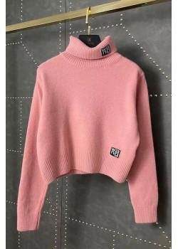 Женский свитер розового цвета