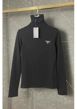 Женский свитер чёрного цвета
