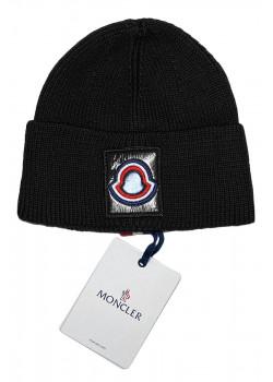 Брендовая шапка чёрного цвета
