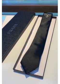 Классический галстук чёрного цвета