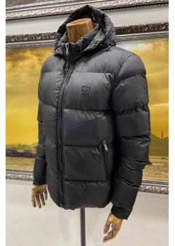 Утеплённая мужская куртка чёрного цвета