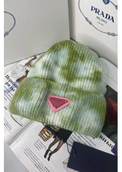 Классическая шапка зелёного цвета
