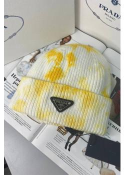 Классическая шапка жёлтого цвета